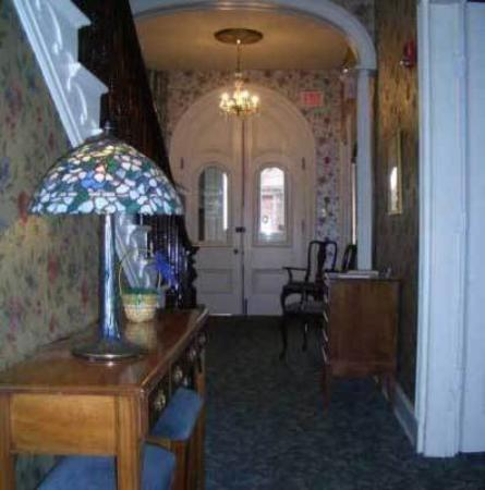 Carlisle House Bed & Breakfast: Interior -OpenTravel Alliance - Lobby View-