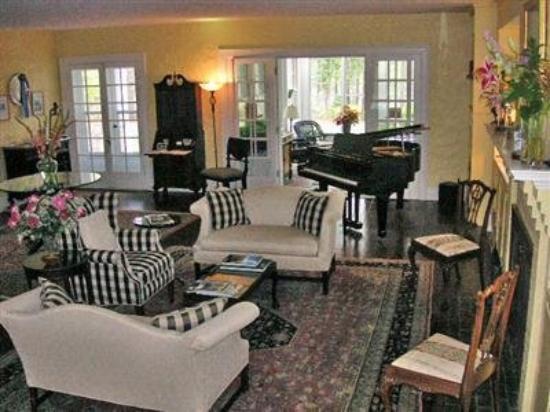 Knollwood House: Interior -OpenTravel Alliance - Lobby View-