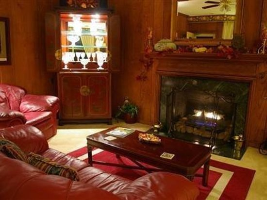 Brookside Mountain Mist Inn: Living Room