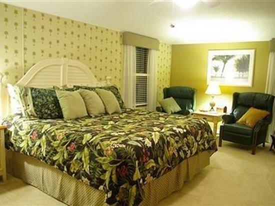 Brookside Mountain Mist Inn: The Palms Room