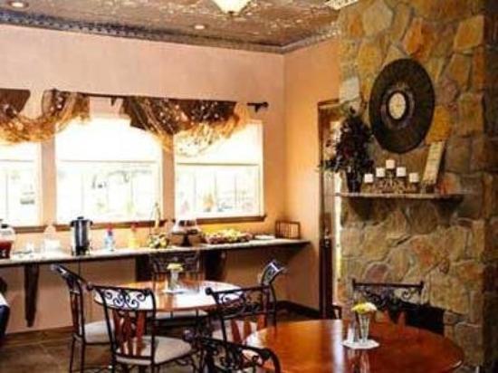 Walden Plantation: Interior Dining