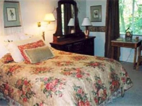 The Lodge at Fair Oaks: Guest Room