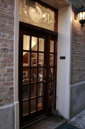 Ruby Room: Entrance