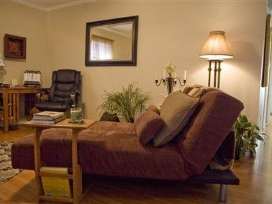 River Rock Bed and Breakfast Cottages: Interior