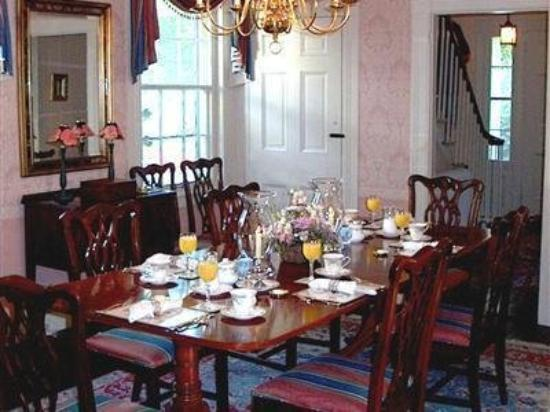 The Charleston House : Dining Room