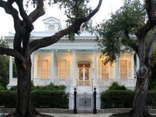 Magnolia Mansion: Exterior