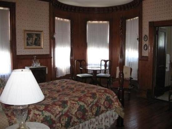 Pensacola Victorian Bed and Breakfast: Guest Room