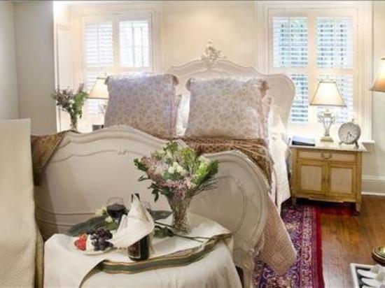 The Olde Savannah Inn: Interior -OpenTravel Alliance - Lobby View-