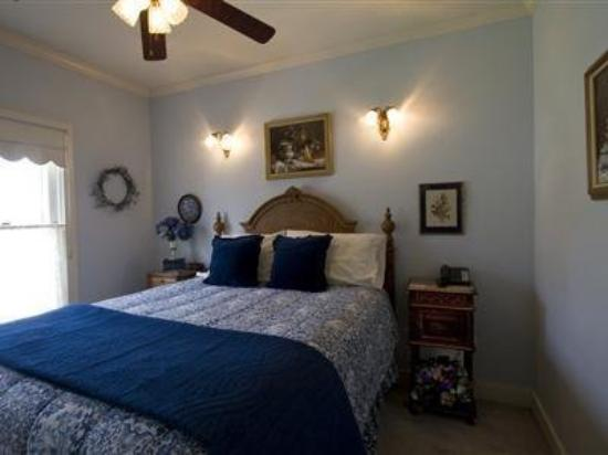 Magnolia Inn: Guest Room -OpenTravel Alliance - Guest Room-