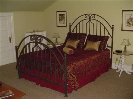 Tea Kettle Inn Bed & Breakfast: Guest Room