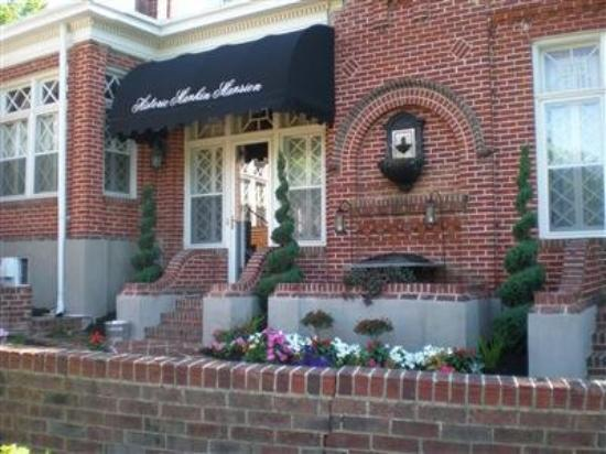 Historic Mankin Mansion Bed and Breakfast: Exterior View