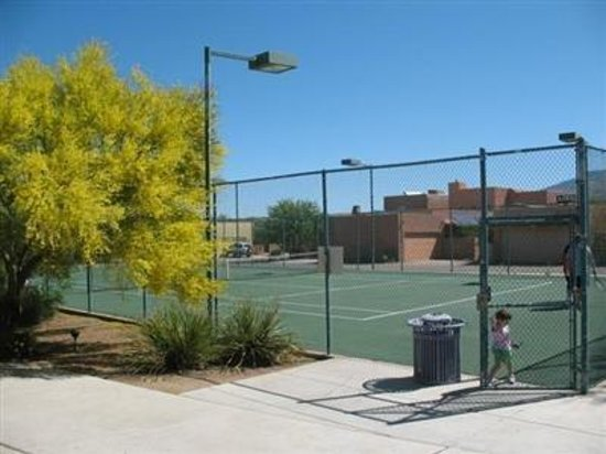 Desert Sol Bed & Breakfast: Tennis Court