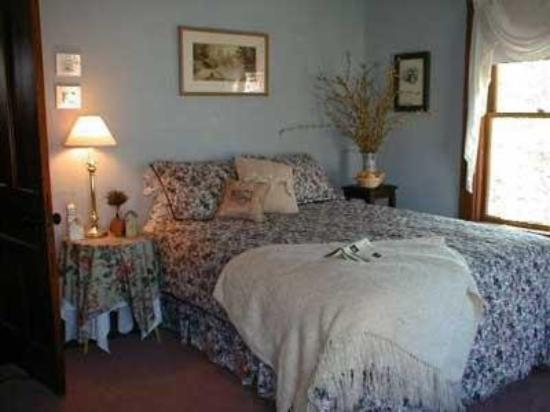 Rose Arbour Bed and Breakfast: Guest Room