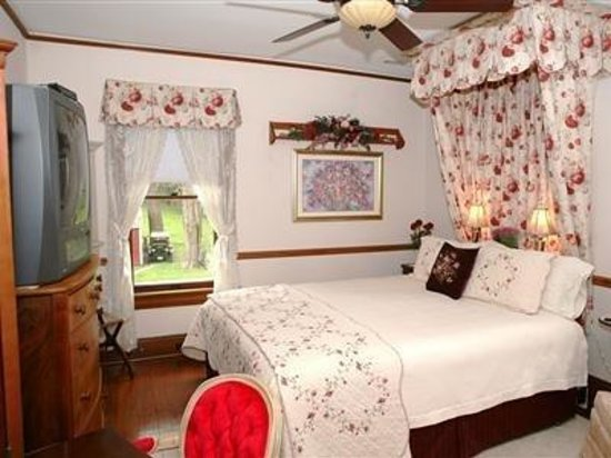 Brick Inn Bed and Breakfast: Queen Room