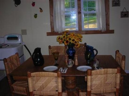 Blue Ridge B and B: Interior Dinning Room