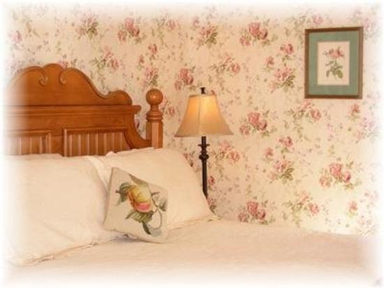 Maples at Warner: Guest Room