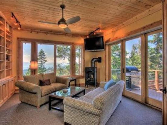 Life on Top Heavenly Lake Tahoe: Interior -OpenTravel Alliance - Lobby View-