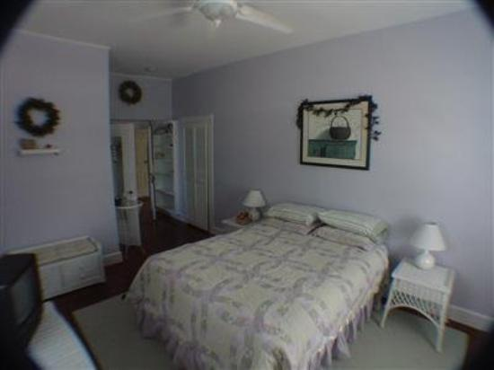 The Beach House at Chatham: Guest Room -OpenTravel Alliance - Guest Room-