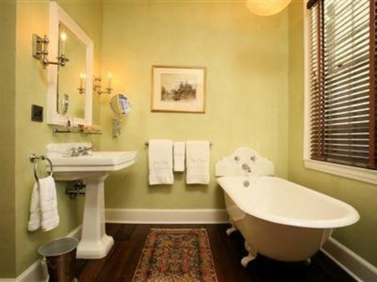 The Elms Bed and Breakfast: Kellogg Room Bath