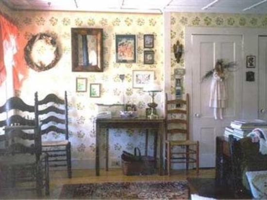 Combes Family Inn: Living Room