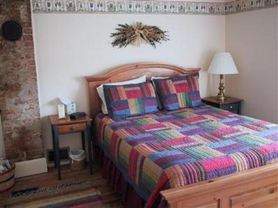 Rainbow Ridge Farms Bed and Breakfast: Guest Room -OpenTravel Alliance - Guest Room-