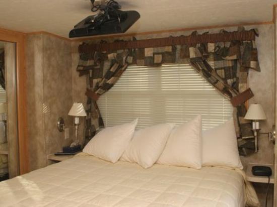 Crystal Springs Wilderness Lodges & RV Resort: Guest Room