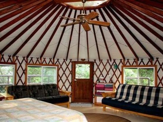 Rainbow Hearth Sanctuary and Retreat: Guest Room
