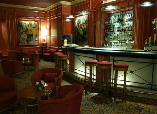B4 Lyon: Bar