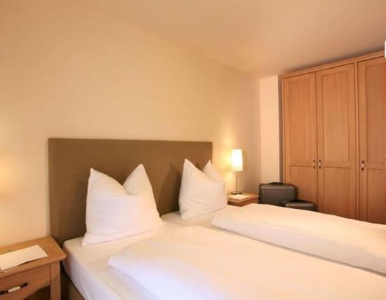 Apart hotel torri di seefeld bewertungen fotos for Media room guest bedroom