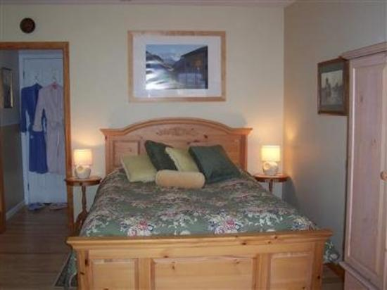 Les Lavandes Bed and Breakfast: Guest Room