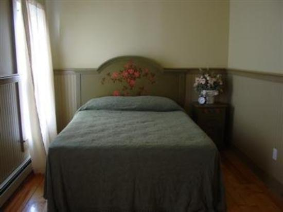 The Spring House Commons B & B: Guest Room