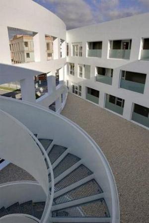 Irenaz Vitoria Apartments : Exterior View