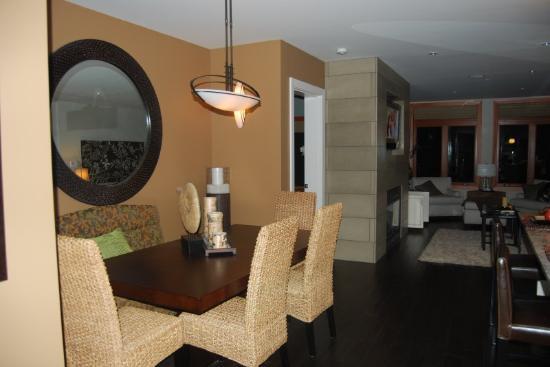 Marin at Semiahmoo : Kitchen/Living Room