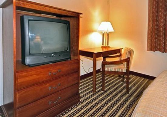 Econo Lodge Inn & Suites Warren: Interior