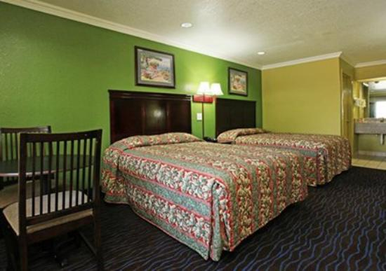 Econo Lodge Houston Lobby: Guest Room -OpenTravel Alliance - Guest Room-