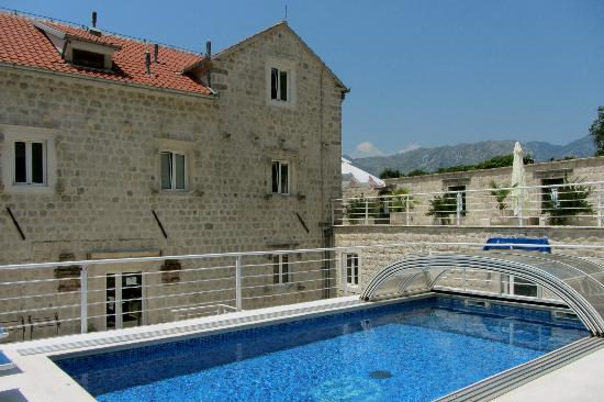بلاتزو رادوميري: The pool area at Palazzo Radomiri