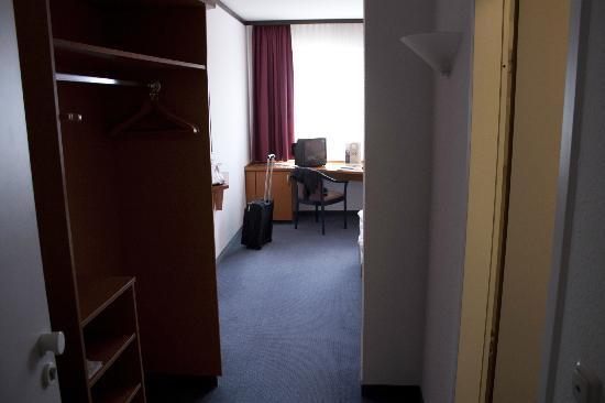Mercure Hotel Halle Leipzig: Blick ins Zimmer