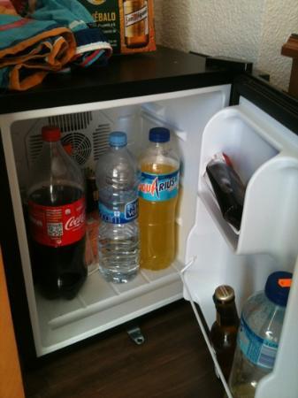 Hotel Helios Benidorm: good sized fridge, hire for 2euros per day 