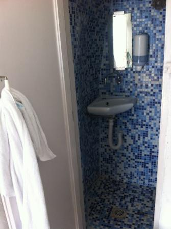 Residence Suites: The bathroom 1