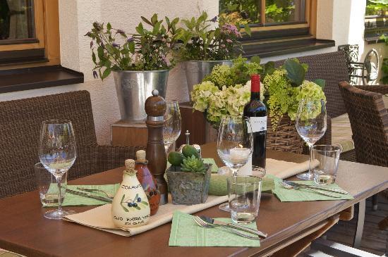 Via Pasto: Gedeckter Tisch auf der Terrasse