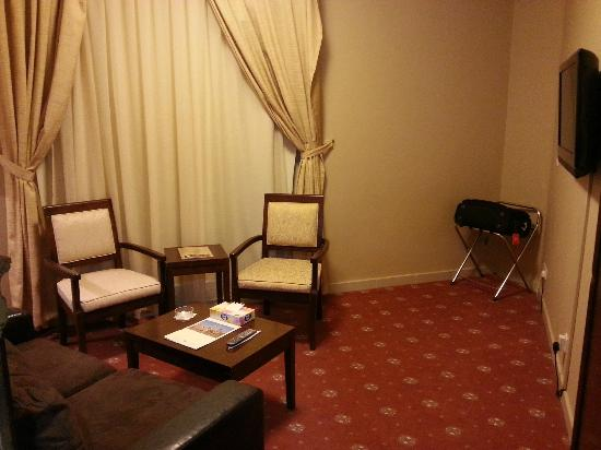 Ishraq Al Madina Hotel: A view of the living room