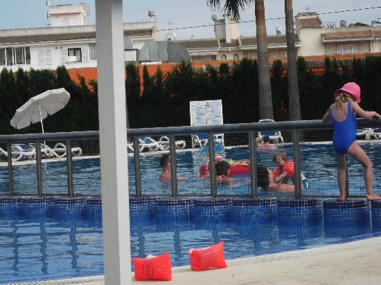 SuneoClub Haiti: the pool has a baby side and a deep pool