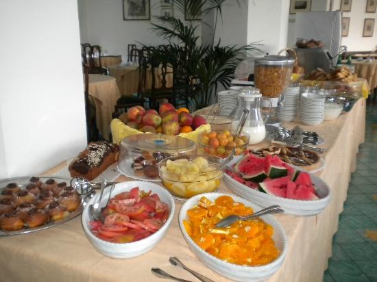 Hotel Metropole : Breakfast
