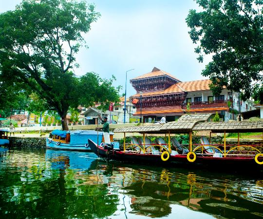 Hotel Sisir Palace : Hotel View From Canal