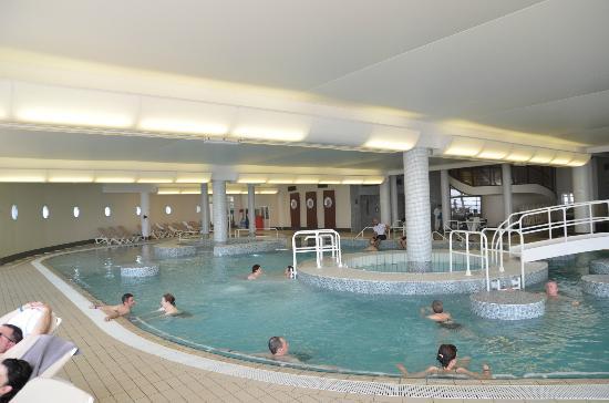 Alliance Pornic Thalassotherapie & Spa : La piscine