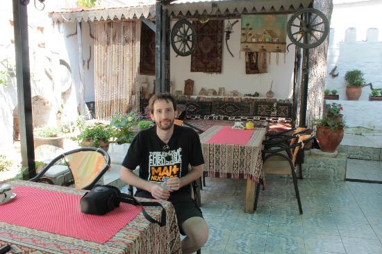 Nur Pension: Veranda in cui viene servita la colazione