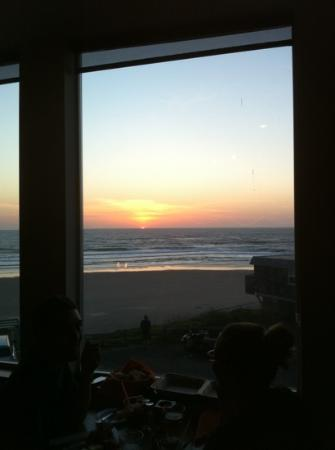 MIST at Surftides: Enjoy the sunset from any table!