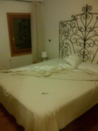 Hotel Antigo Trovatore: CAMA GRANDE