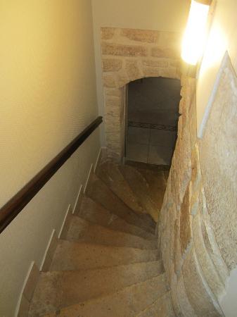 Hotel de la Paix Tour Eiffel: Cool stairway to the breakfast area