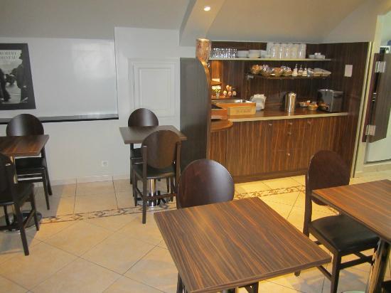 Hotel de la Paix Tour Eiffel: Breakfast Area (10 Euro for continental breakfast - we didn't have it)